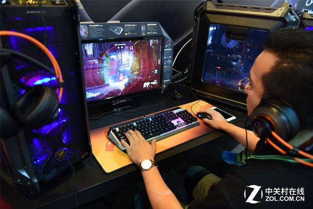 电竞游戏新品 骨伽机箱电源亮相电脑展