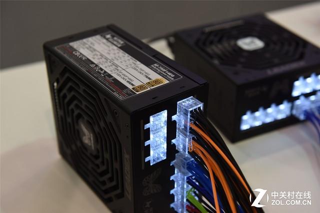 全模组炫光 振华新品电源亮相电脑展