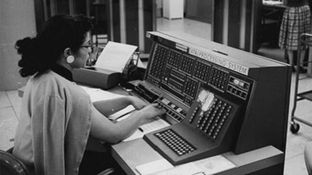 当IBM 700问世时 整个世界都安静了