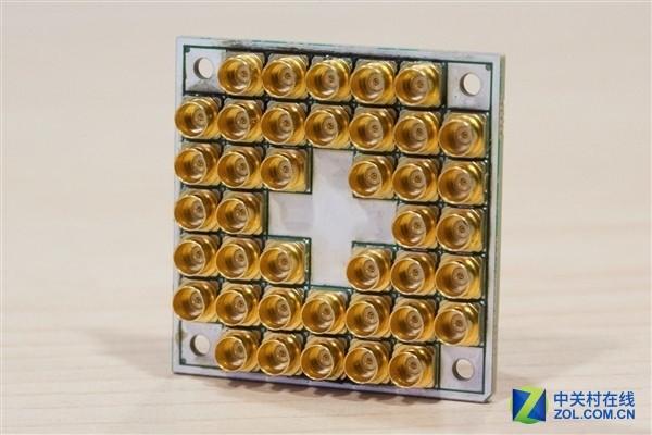 比酷睿i7高6万倍 英特尔17量子位芯片