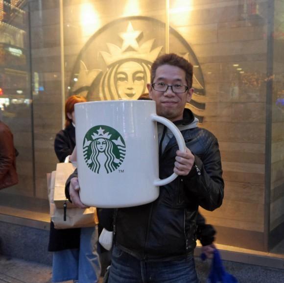 店员崩溃了!世界上最大的星巴克杯子