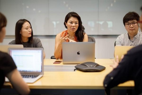 与中国员工交流苹果中国女老大现身上海