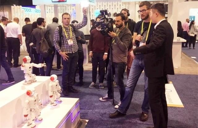 能力风暴绽放CES 革命性教育机器人发布