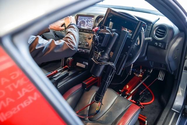 PS4手柄遥控的GTR赛车 这可比游戏真多了