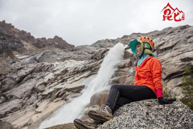 昆仑登山队成功登顶海拔6168米的雀儿山