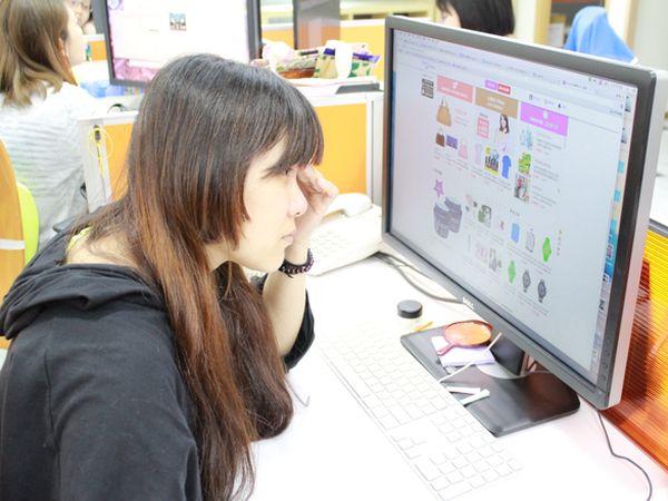 上班族久盯电脑屏幕恐造成眼睛永久性伤害