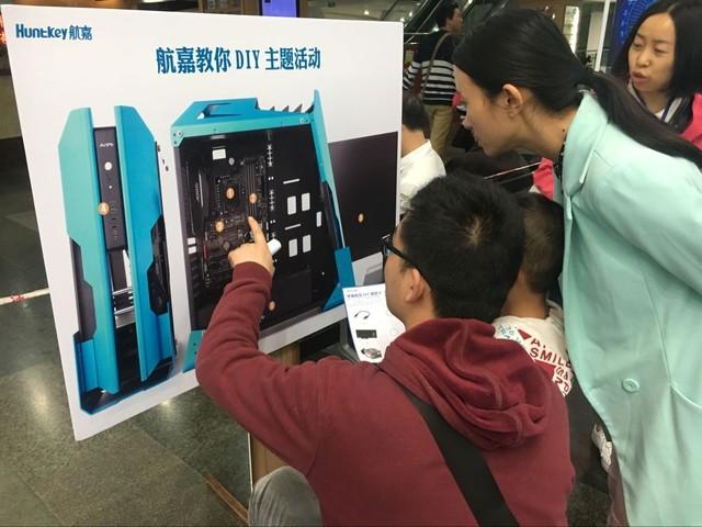 亲近科技·远望未来—航嘉亲子DIY活动乐翻天