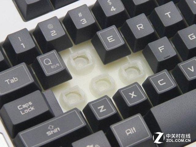 因为薄膜键盘无法模拟段落感,所以青轴第一关就被pass了,而茶轴的触感