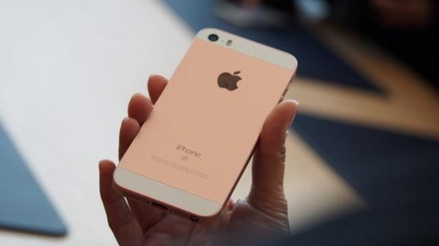 外媒称赞iPhone SE 2年来苹果最好创意