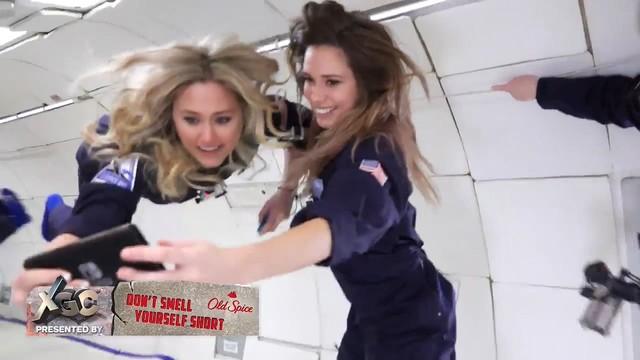 两位美女失重环境用Switch空中互怼