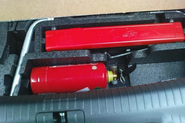 车内灭火器放置位置图 车载灭火器放置图片 灭火器摆放位置