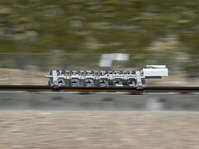 百公里加速1.1秒!超级高铁完成首次测试