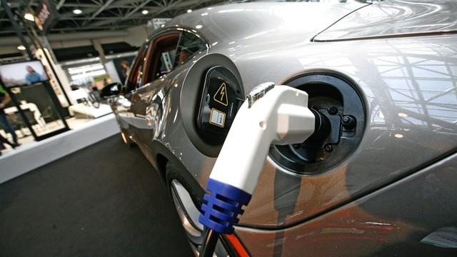 固态电池超神 充电1分钟续航800公里