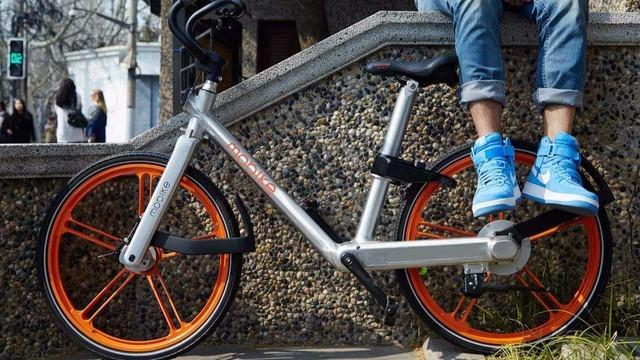 无序停放占道影响 北京暂停共享单车投放