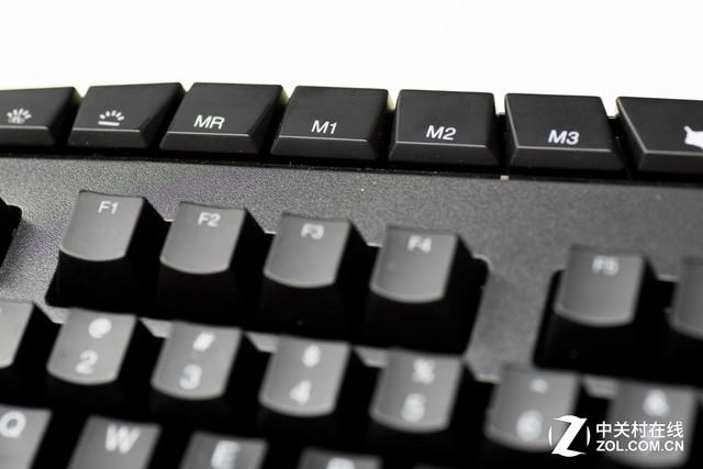 功能键区域   联想Y Gaming机械键盘采用全尺寸按键设计的同时,还加入了三组功能按键,分别是六个自定义按键、一组功能切换按键以及一组娱乐功能按键。6个可快速写入的游戏编程按键对于游戏键盘而言可以说是标准配置,这些功能按键也体现了Y Gaming机械键盘的强操作性。