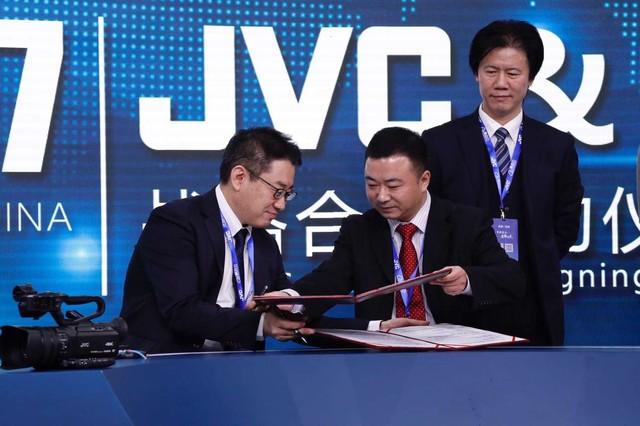 技术新融合 JVC携新品与奥点云战略合作