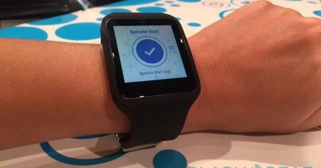 Apple Watch特斯拉App(图片取自ianpo) 被告中最突出的是一个人,而不是一家公司。Allen Wong是Remote S应用的开发者。这一App可以让Tesla Model S的车主通过apple watch控制车。是Wong最终透露了有这么一个诉讼案的,不然这一诉讼可能会被隐藏起来。根据ICC,这一功能侵犯了它2003年申请、2006年公布的一个专利。部分专利描述如下: 一个为汽车安全系统设计的远程手表,包括一个显示屏和配有按键的底座。远程手表的用户不仅能看时间,还能通过按手表上特定的
