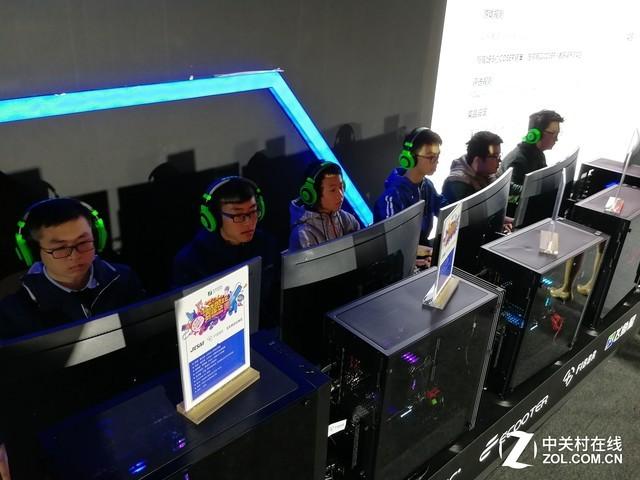 三星显示器助阵西安酷玩展 真实游戏体验!