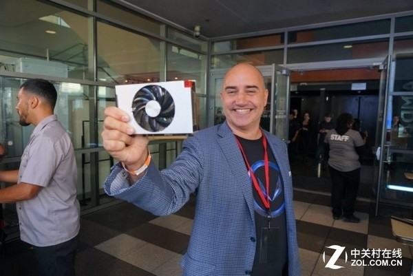 AMD官方首曝Vega Nano 15cm口袋旗舰卡