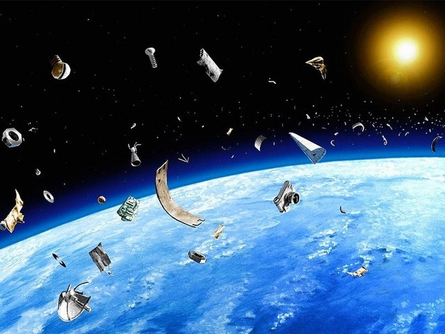 绕地球转的50万个垃圾 终于有办法清除了