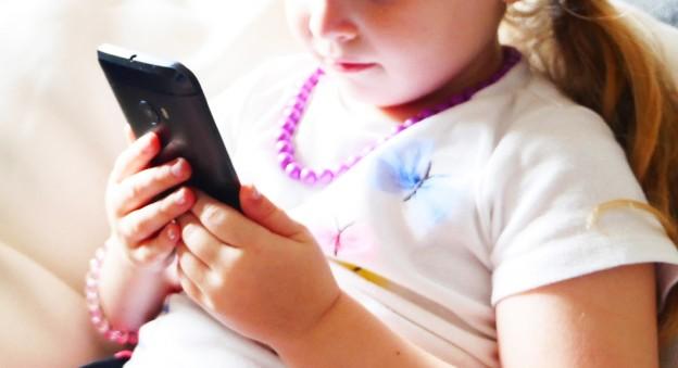 比问出生还难的题 孩子几岁可以买手机