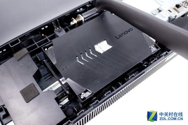 取下硬盘连接线,拿下硬盘后可以看到机械硬盘