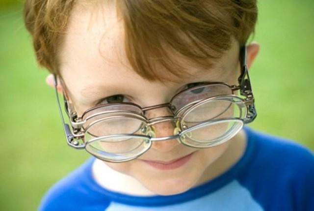 台灯竟是伤眼元凶 孩子的鼻梁之痛如何解决?