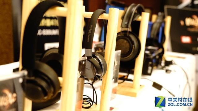 飞利浦多款耳机产品体验会上提供试听