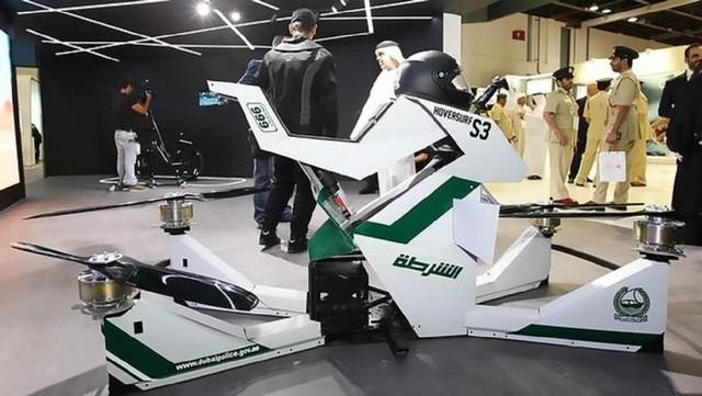 迪拜警方配飞行摩托 再也不怕堵车尴尬