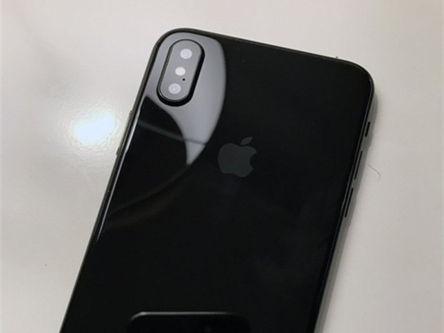 iPhone8终于用上2K屏幕 土豪金玫瑰金再见