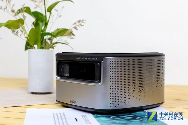 深圳IT网报道:开启新电视2.0时代 坚果J7智能投影评测