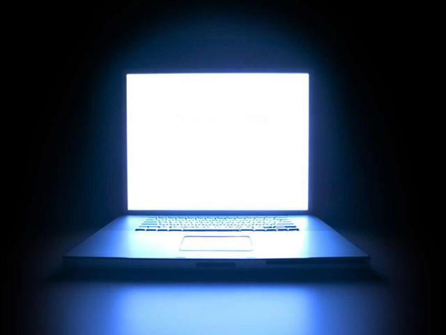 画面太惨不敢看 揭秘笔记本屏幕水多深