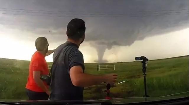 配合气象雷达 无人机帮助预警追踪龙卷风
