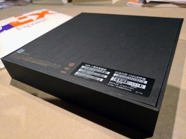 雷军豪送雨果小米MIX 2黑色陶瓷版