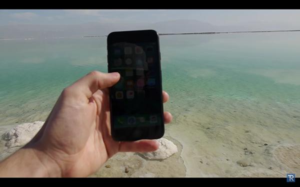iPhone 7 跌落死海 24 小时会变成怎样