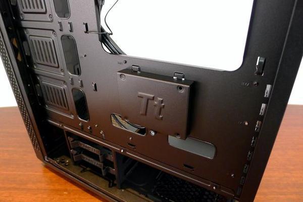 一款好机箱该有的工艺细节  Tt红色警戒剖析