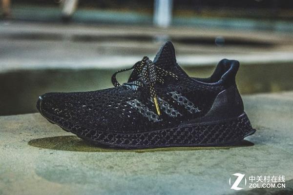 阿迪达斯跑鞋,同样是中底采用3d打印.