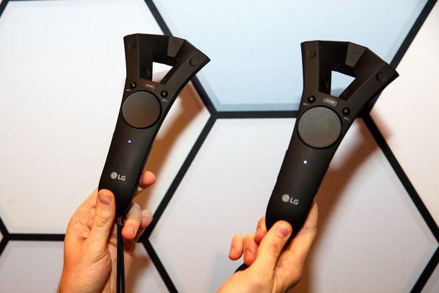 完爆HTC Vive?新款LG VR头显亮相MWC