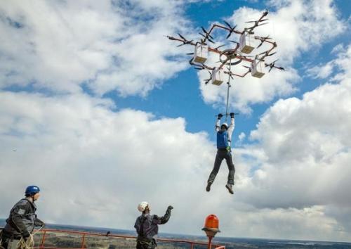 这个小国家实现全球首个无人机跳伞