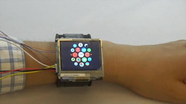 这手表戴着不碍事 抬抬手自己钻进袖子