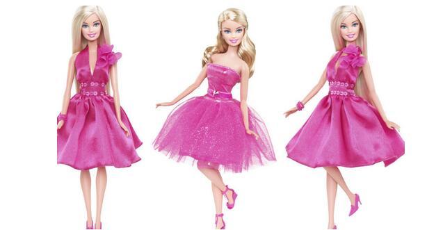 芭比娃娃   芭比的粉絲遍布全世界,芭比收藏已成為一個非常成熟而系統的收藏門類。近幾年早期的芭比娃娃價格持續穩定上升,收藏也有很多小竅門,她的制造日期及品相是保證升值的基本參考要素。如1959年出產的第一系列芭比(未拆封),原價3美元,而前幾年有人以5000美元轉售。但是并不是所有制造日期早的芭比都能升值,還要參考娃娃的質地和手工。收藏版和限量版這兩類芭比娃娃是芭比迷們的必選。收藏版芭比娃娃的生產數量超過3.