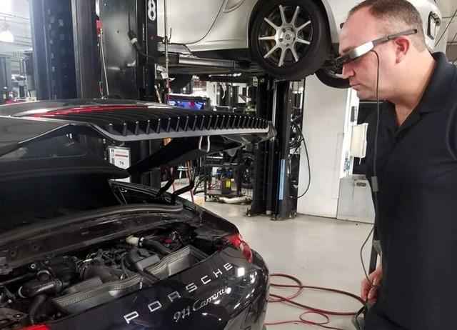 修车好帮手 保时捷AR技术用于技术服务
