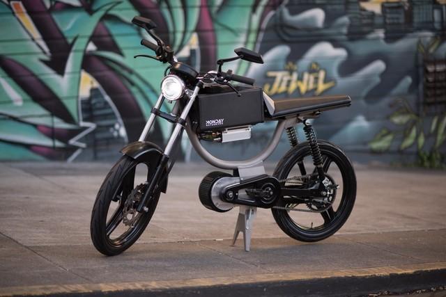 不用钥匙的脚踏电动摩托 众筹到133万元