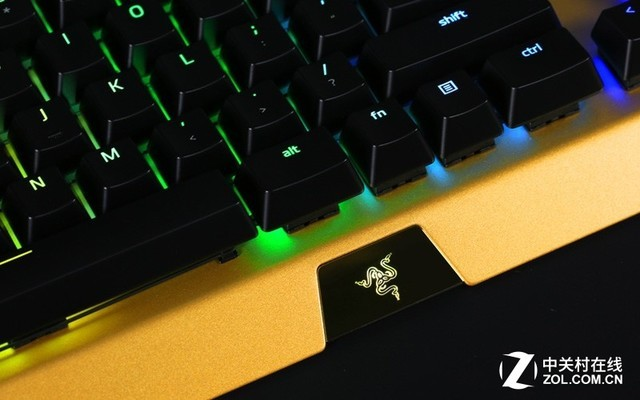 RAZER推出限量黑寡妇蜘蛛X幻彩耀金版