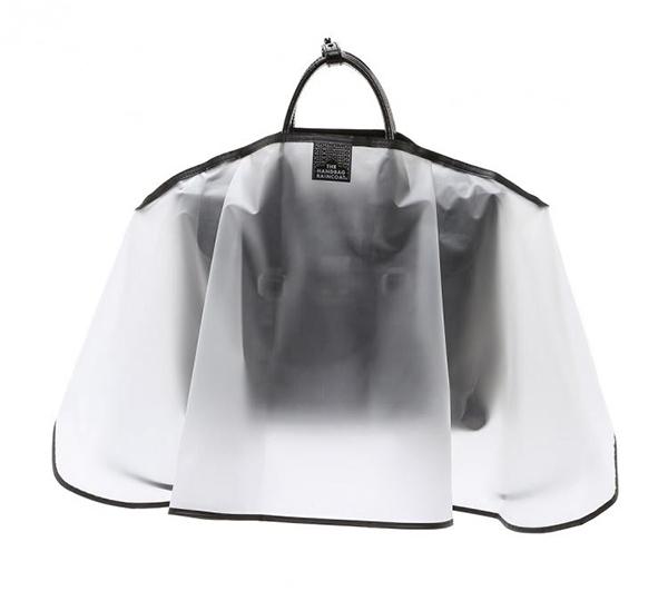 雨季单品太时髦 名牌包包需配专属雨衣