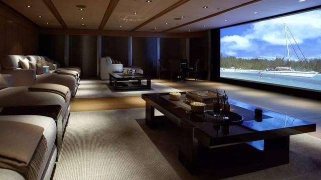 装修工程加一步 客厅变成豪华家庭影院