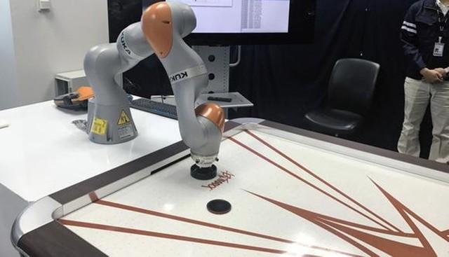 【企话晨读】软银5G网络让机器人打冰球