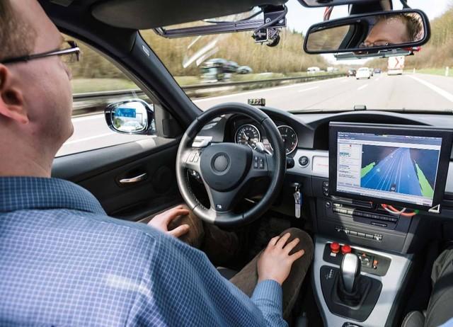 德国出台法律允许自动驾驶汽车合法上路