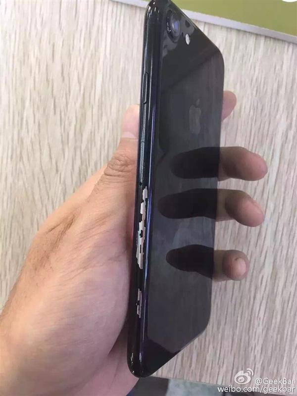 赶紧配保护套!亮黑色iPhone7被曝掉漆
