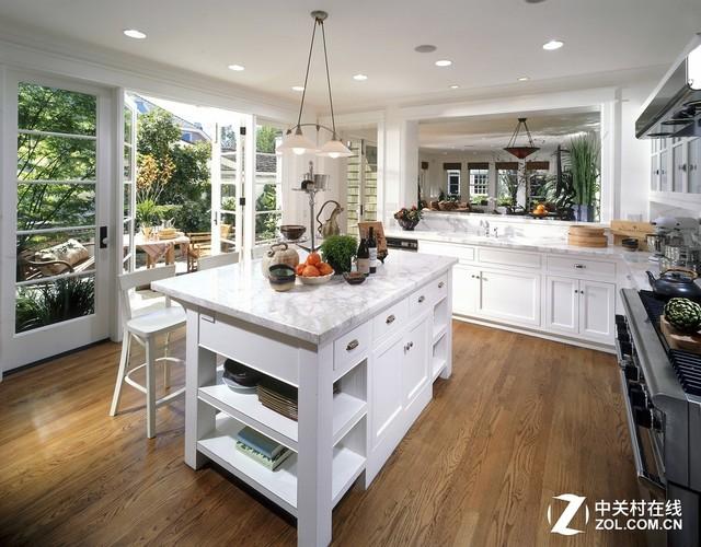 中央厨房这么棒 用投影机装点会更完美
